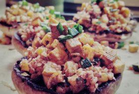 Portobello faszerowane kaszą gryczaną i tofu