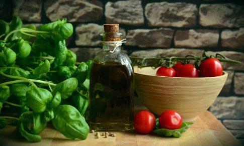 Bazylia i oregano – oręż w kuchni weganina