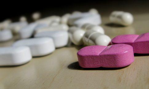Suplementacja witaminą B12 a trądzik